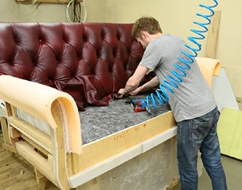 Преимущества перетяжки мебели