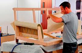 Недорогая обивка мебели от квалифицированных мастеров.